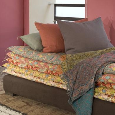 2 mattresses 1 bolster sofa innerpacific for Petit sofa lit